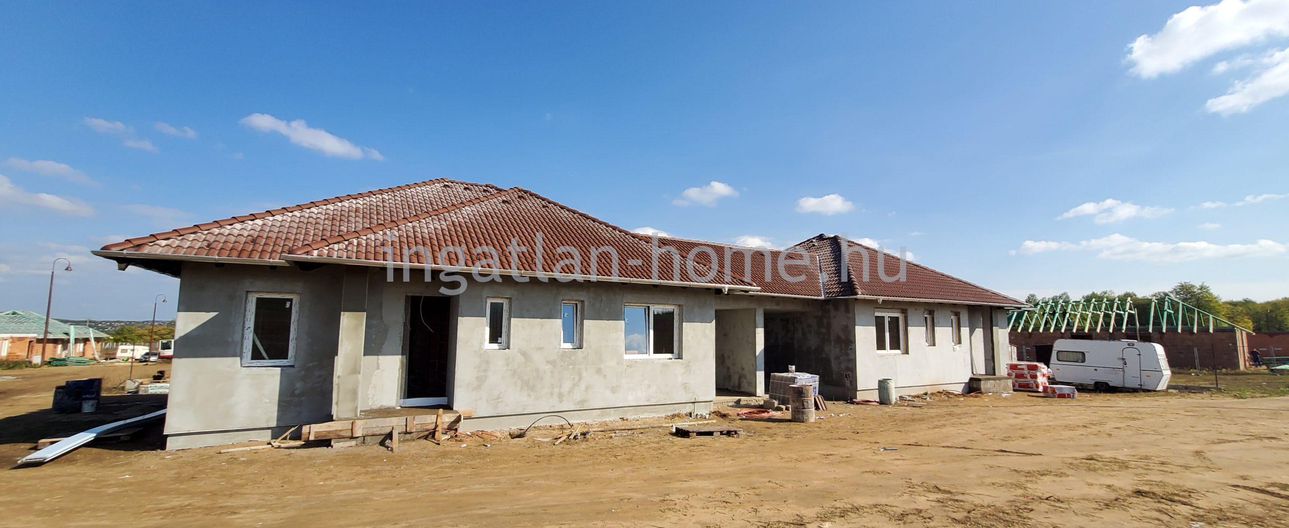 Veresegyház új építésű környezetében eladó ikerház idei költözéssel